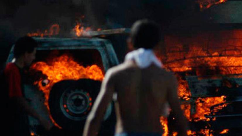 Десятки полицейских пострадали в ходе беспорядков в Тунисе