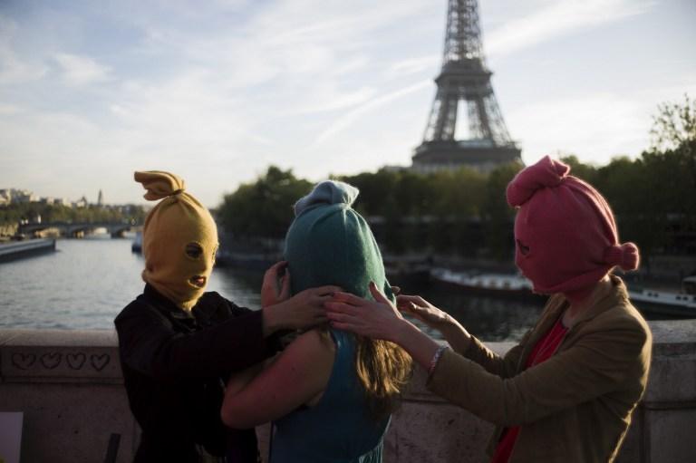 Pussy Riot могут сделать почетными гражданами Парижа в отместку России