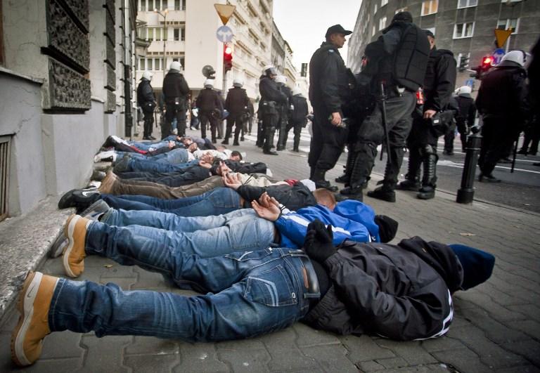 В столкновениях с неонацистами в центре Варшавы пострадали 6 полицейских