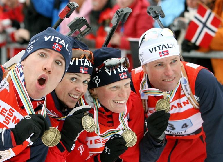Норвежские биатлонисты завели традицию поздравлять друг друга нагишом