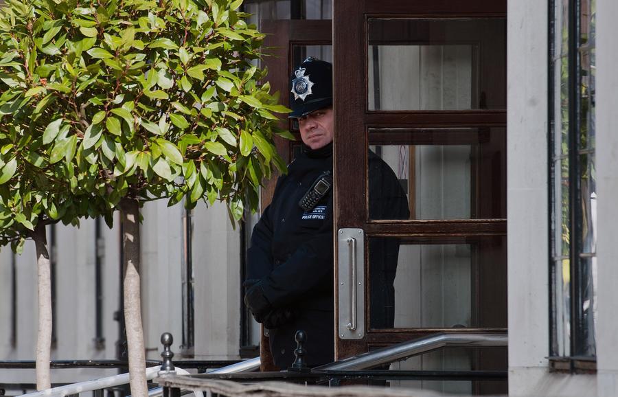 В Англии группа родителей-активистов объявила войну педофилам