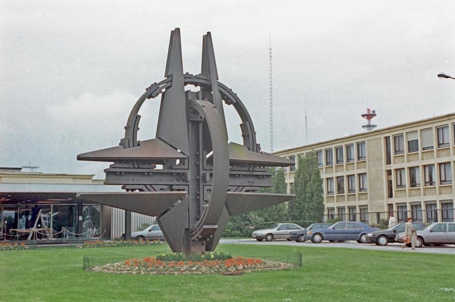 Постпред РФ: В НАТО пробудились инстинкты «холодной войны»