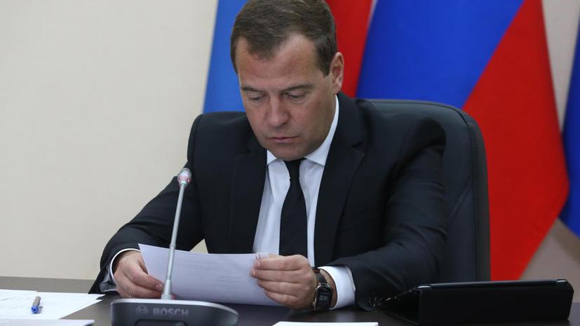 Дмитрий Медведев внёс изменения в правила движения грузовиков и маршруток