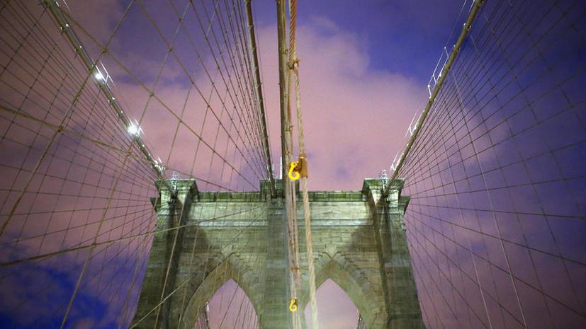 Несостоявшийся самоубийца на полтора часа парализовал движение по Бруклинскому мосту