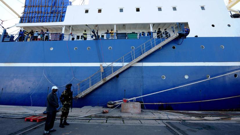 СМИ: Власти Сенегала вернули документы экипажу «Олега Найдёнова»
