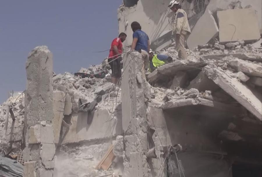 Самолёт сирийских ВВС упал на жилой квартал, десятки человек погибли