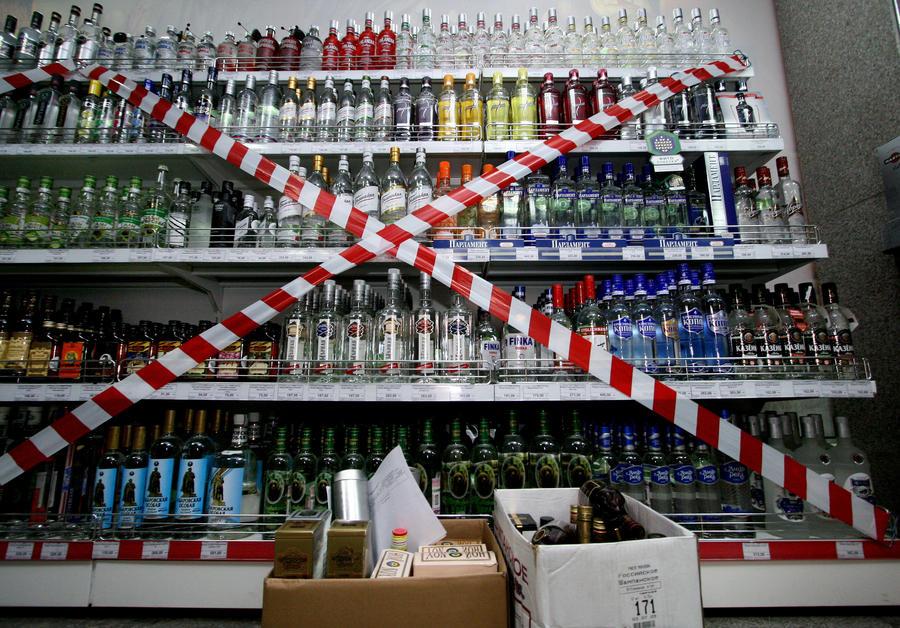 Владимира Путина попросили не снижать цену на водку