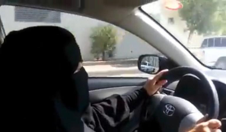 В Саудовской Аравии женщины провели акцию в поддержку своего права на вождение автомобиля