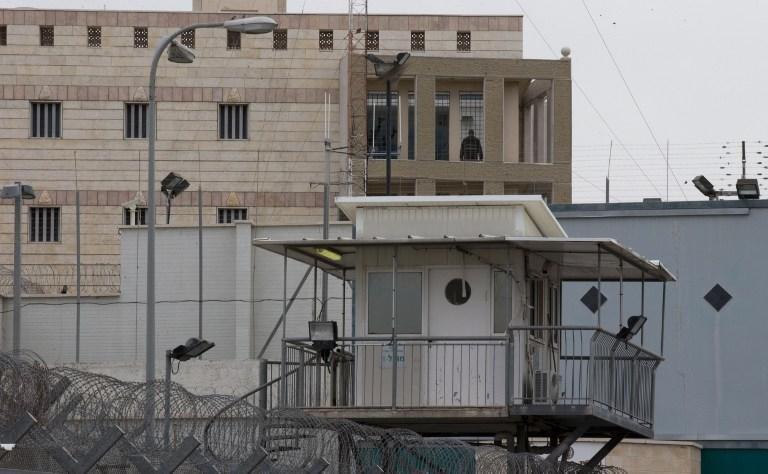 Израиль освобождает 26 палестинских заключённых