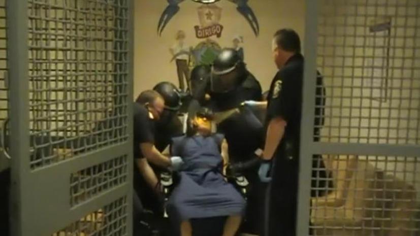 В США тюремщики пытали арестантов перцовым баллончиком