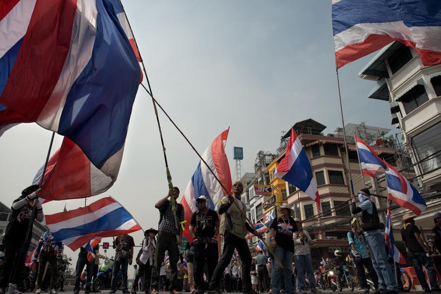 Семь человек получили ранения в результате обстрела лагеря оппозиции в центре Бангкока