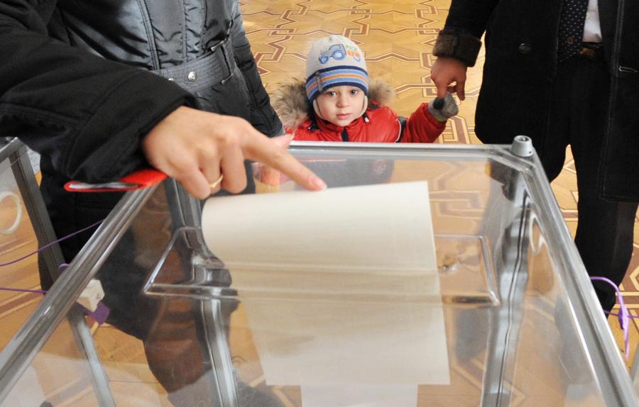 СМИ: В России могут разрешить голосовать несовершеннолетним