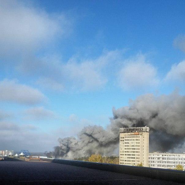 Крупный пожар произошёл на строительном рынке в Подмосковье