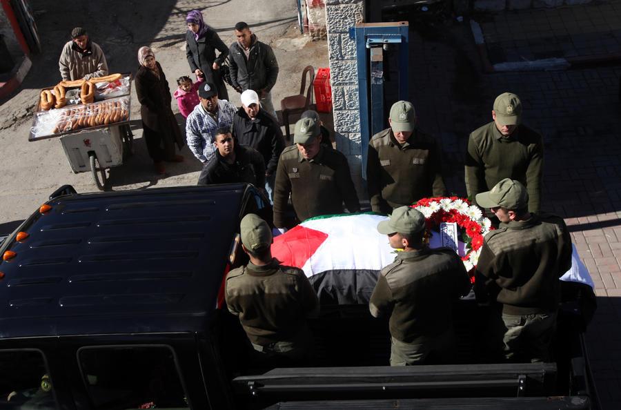 СМИ: посол Палестины в Чехии подорвался на книге-бомбе времён «холодной войны»