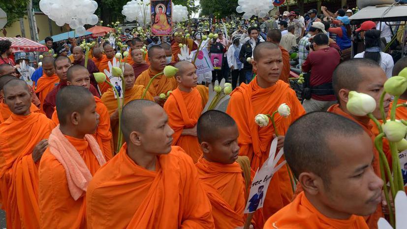 Кража праха Будды в Камбодже спровоцировала выступления монахов против правительства