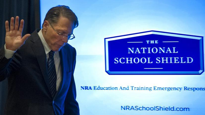 Американские школы будут охранять «хорошие парни с пистолетом»