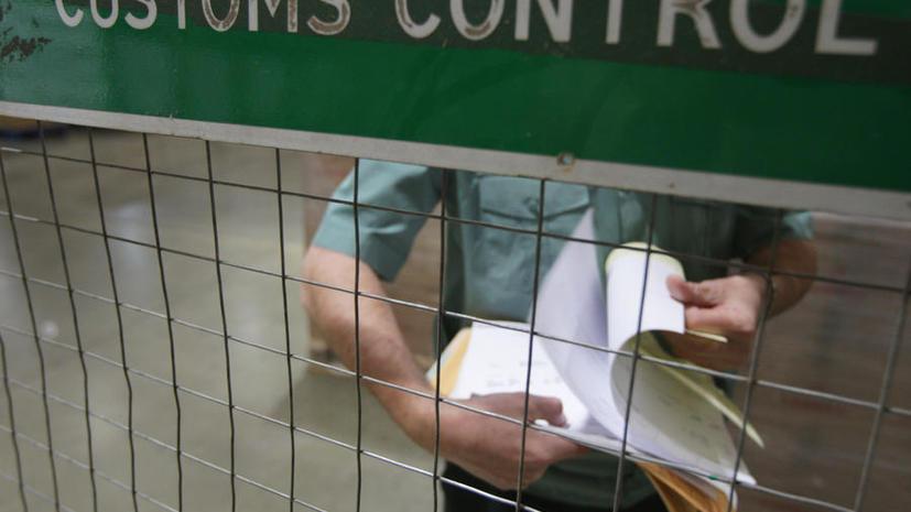 Начальников таможенной службы подозревают во взятках, в офисе ФТС проходят обыски