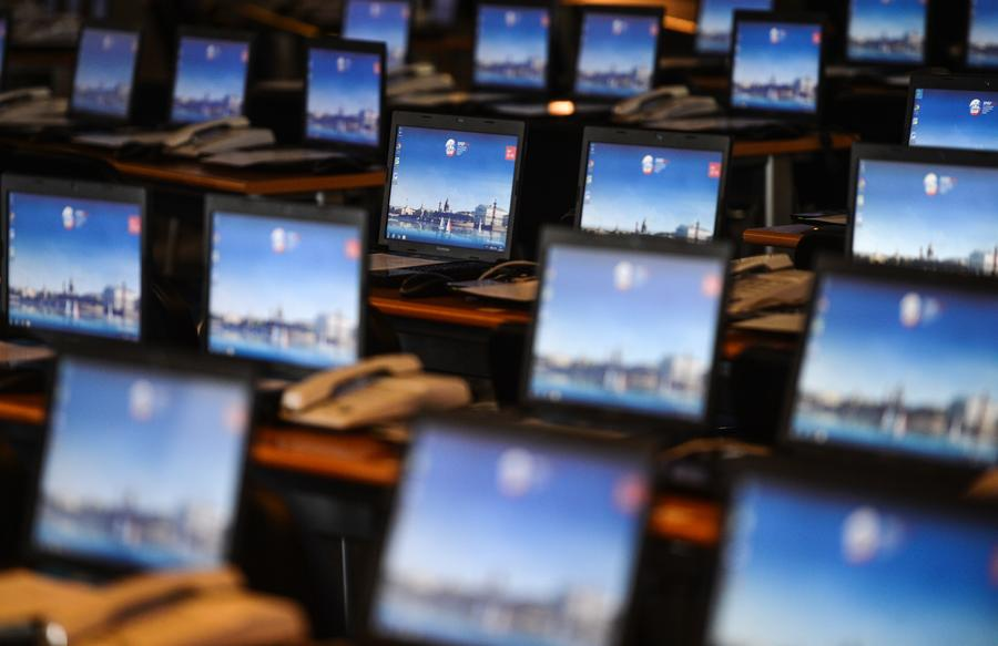 Хакеры Её Величества: откроем защищённые фото, «подкрутим» трафик, повлияем на онлайн-голосование