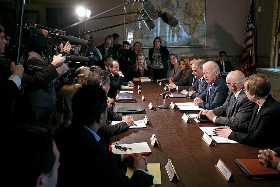 Обама разрабатывает меры по контролю над оружием вне Конгресса