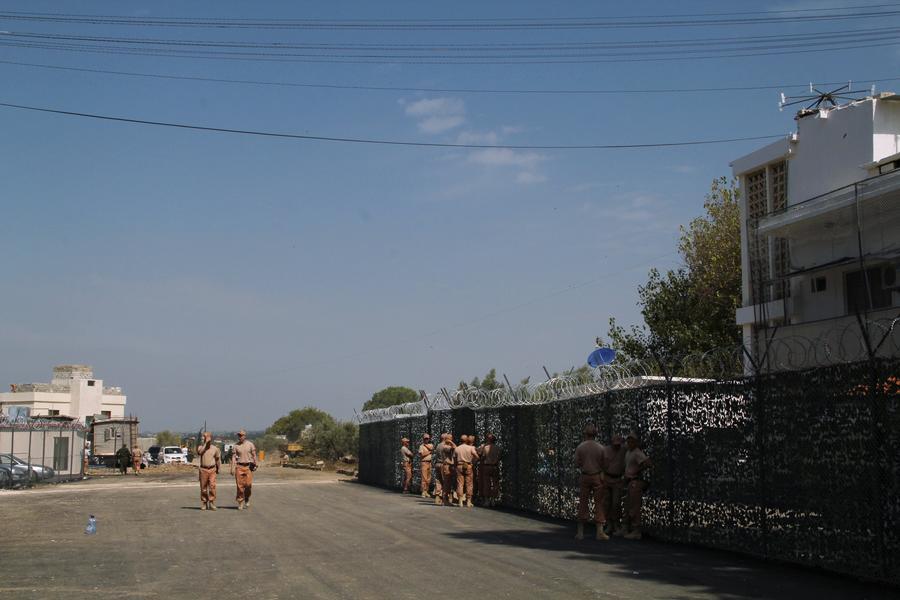 В СМИ появились фотографии жизни российских военных на авиабазе в Сирии