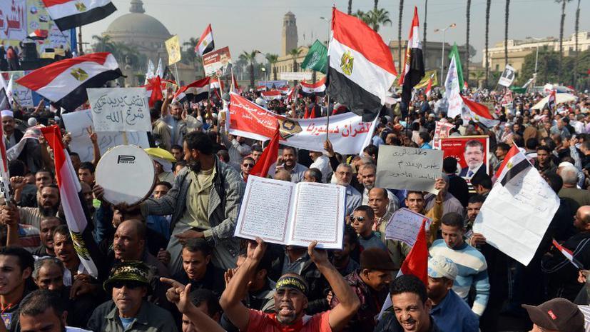 На улицы Каира вышли тысячи сторонников президента Мурси