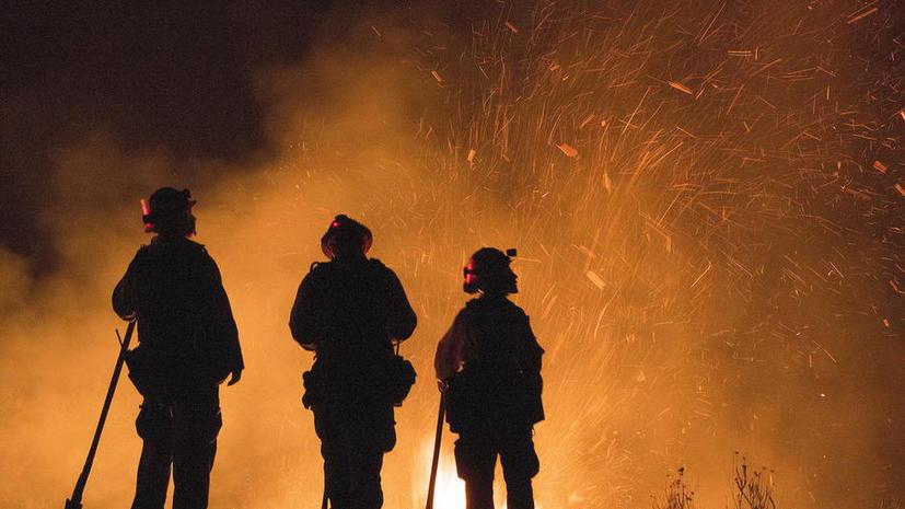 Власти США за гроши привлекли 4 тыс. заключённых к борьбе с лесными пожарами