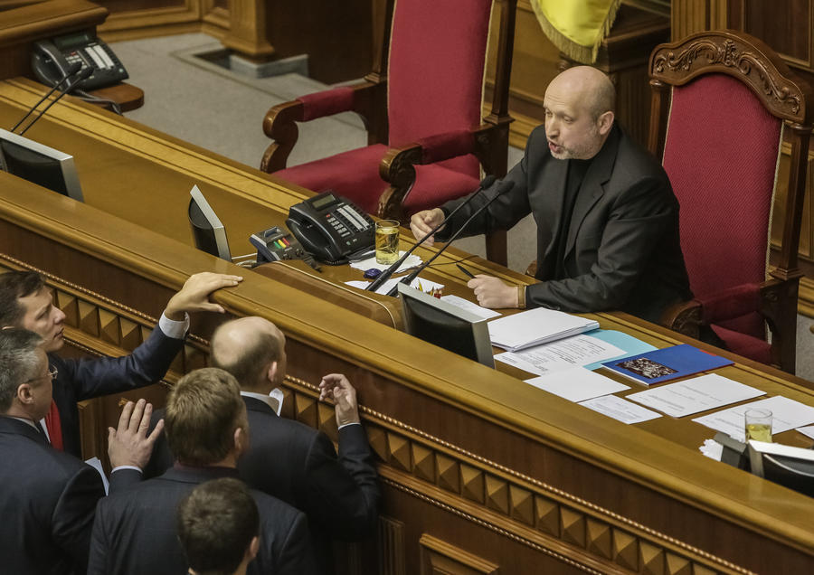 Турчинов: Украинские силовики неспособны взять под контроль юго-восток страны