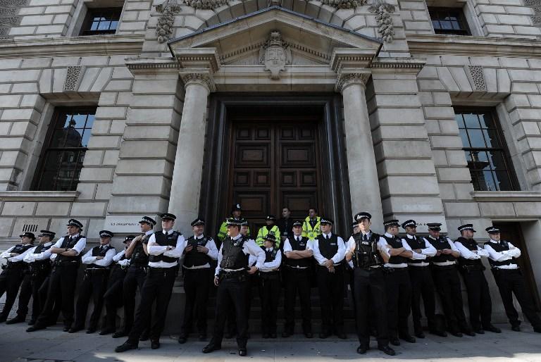 Британская налоговая служба выбивает из беднейших граждан «чрезмерные» субсидии с помощью коллекторов