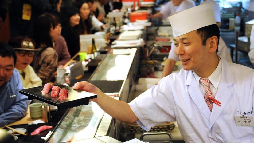Диетологи: Суши калорийнее гамбургеров