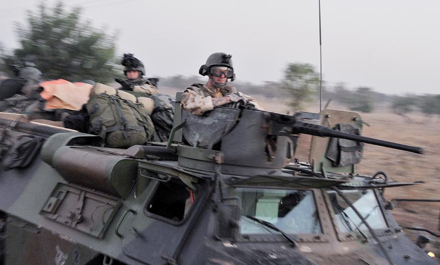 Французский десант начал наземную операцию против боевиков в Мали