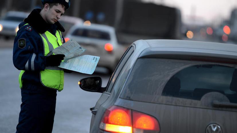 Инспекторов ГИБДД обязали общаться с водителями в зоне видимости видеорегистратора патрульной машины