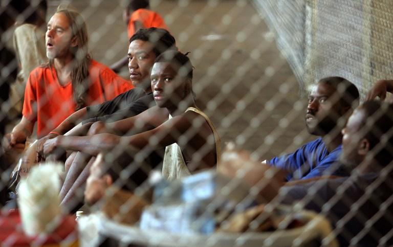 Заключенные тюрем Нового Орлеана носят оружие и употребляют наркотики прямо за решеткой