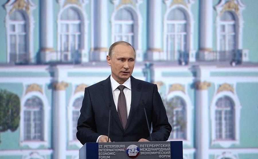 Владимир Путин: Вопреки прогнозам, глубокого кризиса в России не произошло