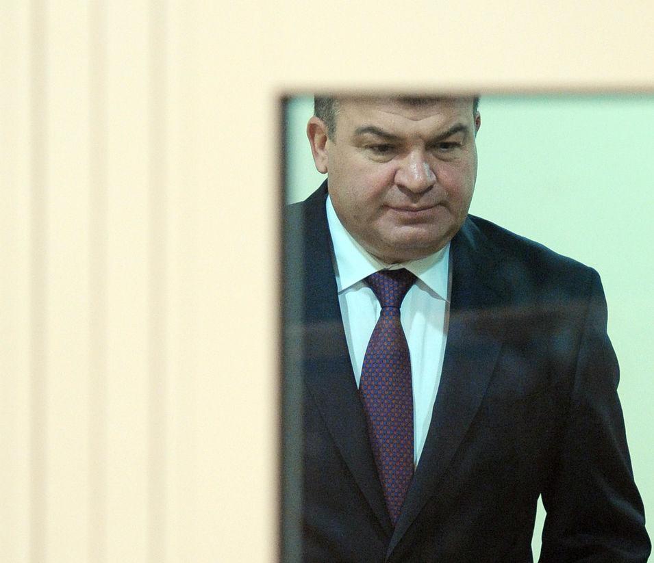 СМИ: Хищения в Минобороны контролировали люди Анатолия Сердюкова
