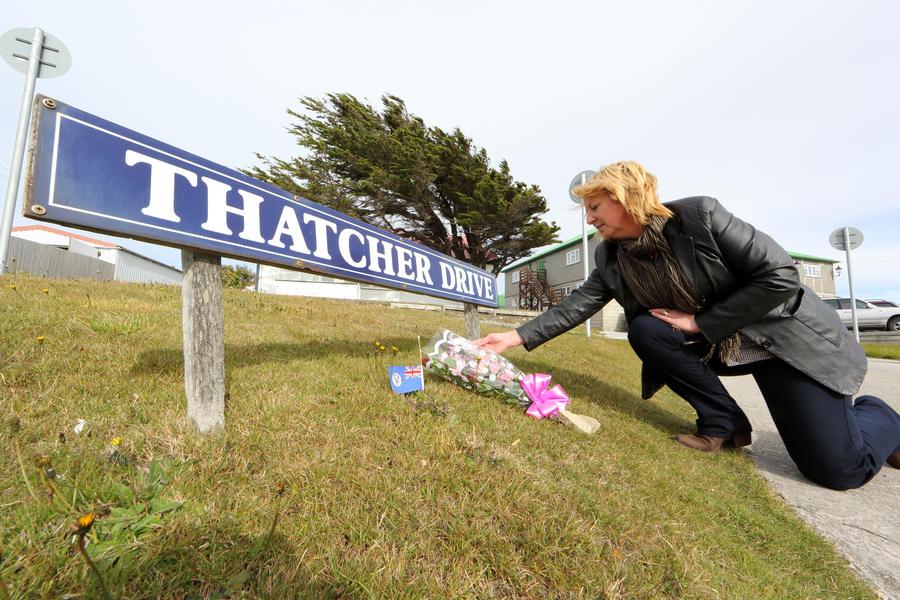 Вместо Тэтчер в Twitter похоронили певицу Шер