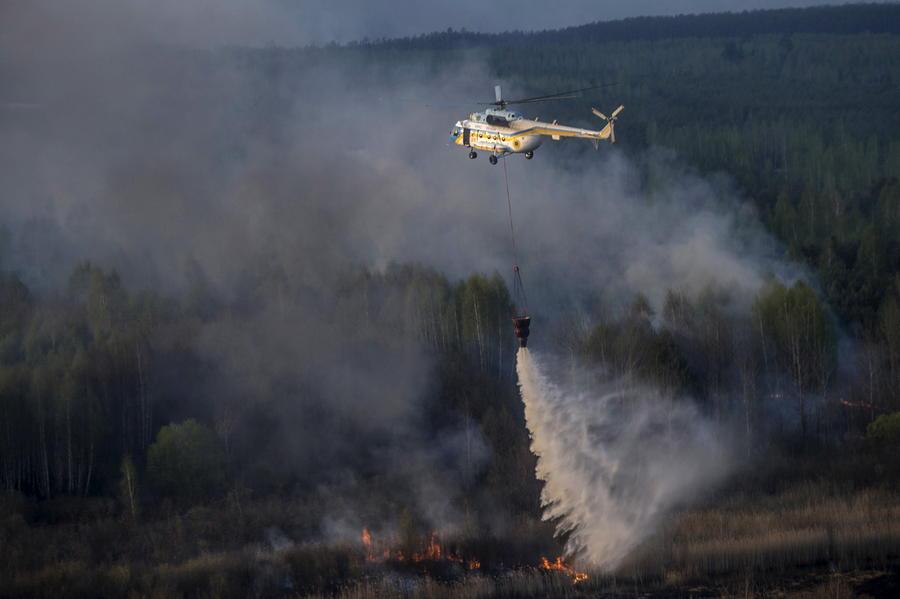 В Чернобыльской зоне отчуждения продолжается пожар