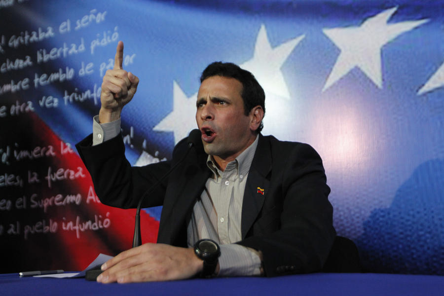 Энрике Каприлес обидел семью Чавеса и может предстать перед судом