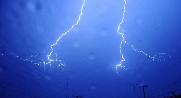 Молния может вызывать головную боль и мигрени