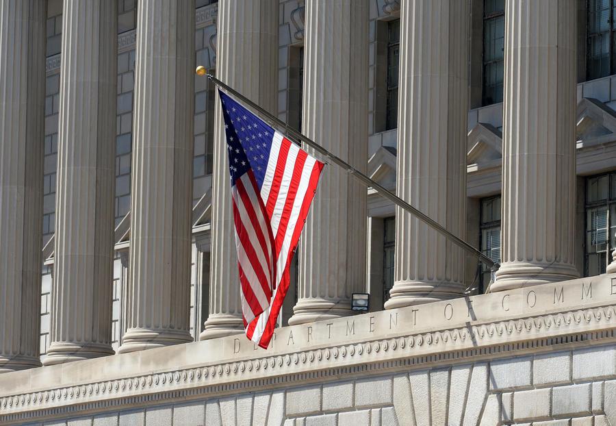 Экс-посол США Дэн Симпсон: За рубежом американцев считают убийцами