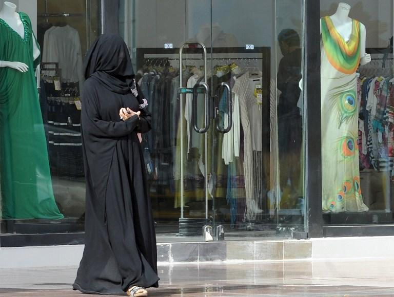 В Пакистане женщинам могут запретить ходить по магазинам в одиночку