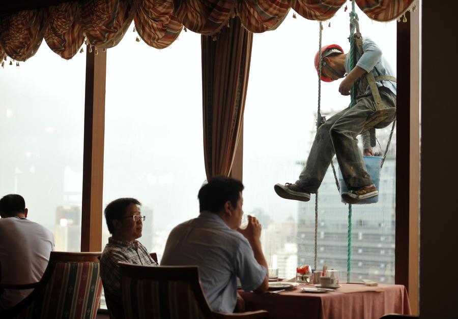 Китайским чиновникам запретили есть деликатесы