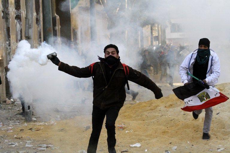 Арабская зима: В Каире опять революция, столкновения с полицией и сотни раненых