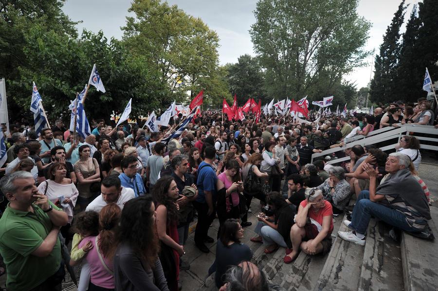 Греческие журналисты протестуют против ликвидации государственной телекомпании