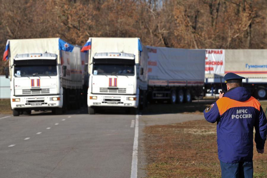 Российский конвой с гуманитарной помощью для Донбасса разделился на две колонны