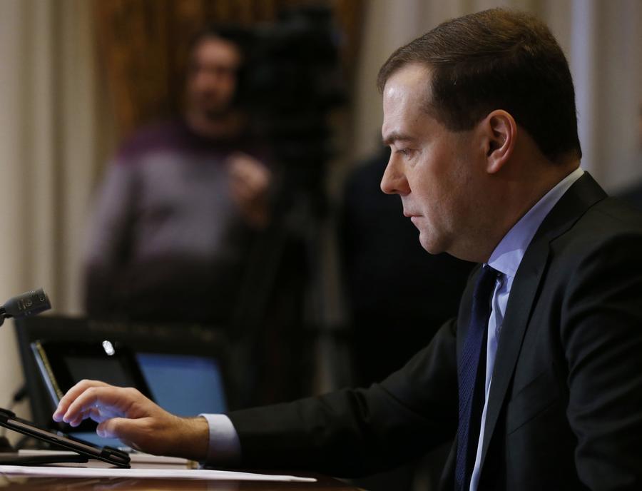 Дмитрий Медведев покормил бактерий на крупнейшей в России биогазовой станции «Лучки»