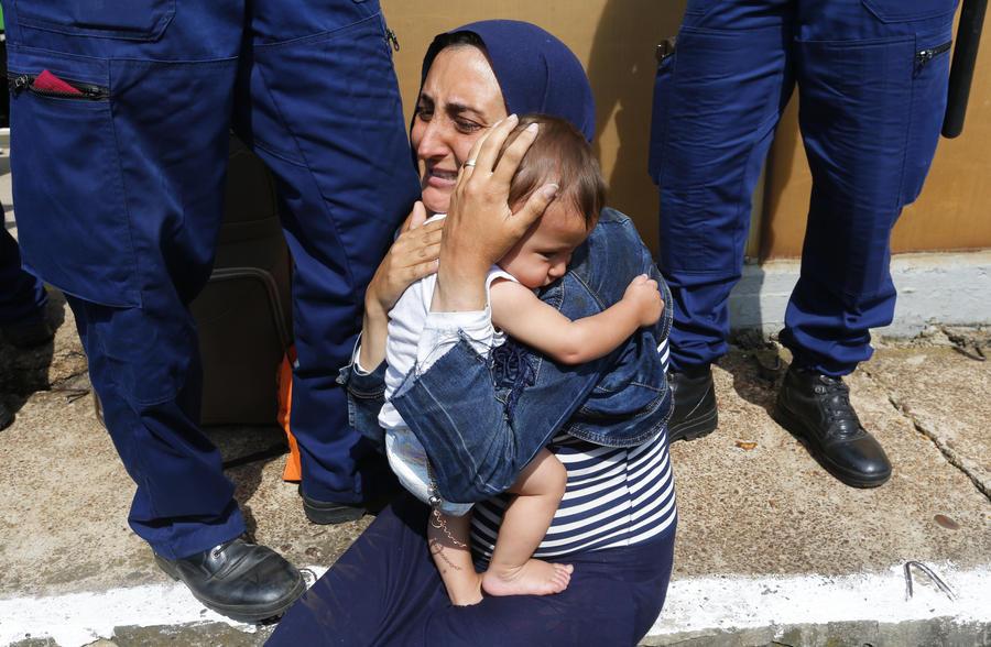 СМИ: Бывшие соцстраны обходятся с мигрантами не по-европейски