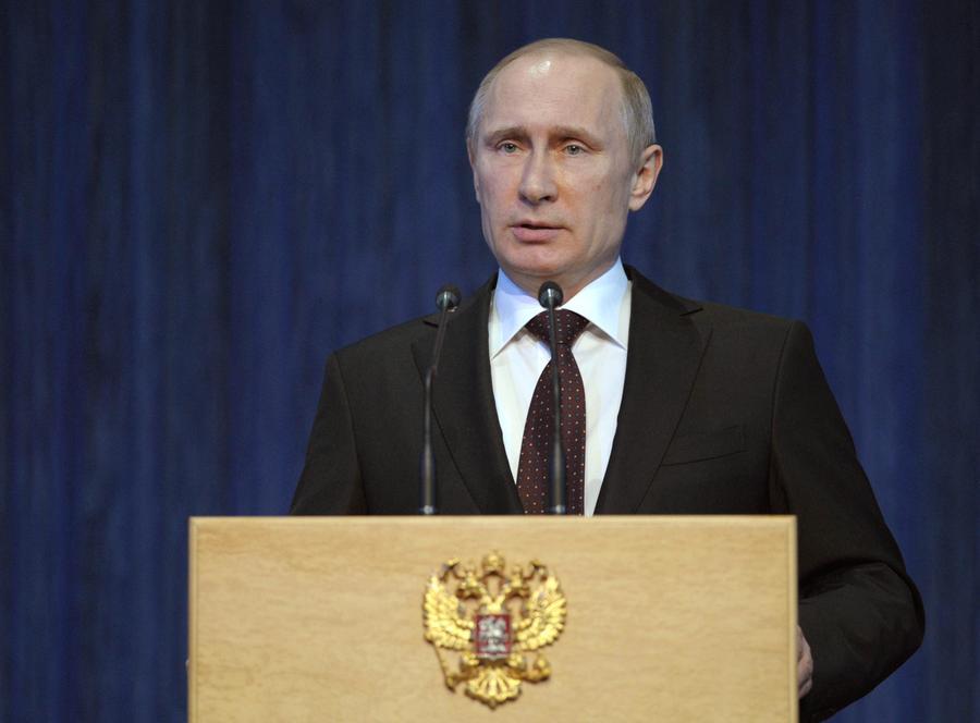 Президент России Владимир Путин внёс обращение в Совет Федерации об использовании Вооруженных сил РФ в Крыму