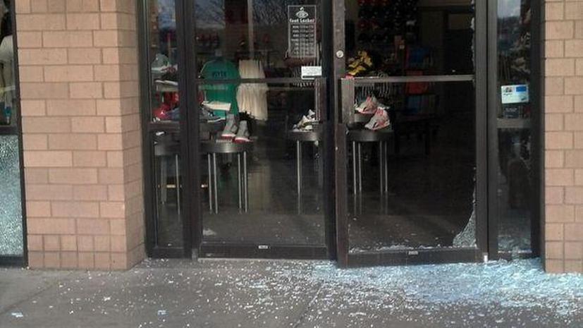 Перестрелка в торговом центре в США: неизвестные ранили троих покупателей