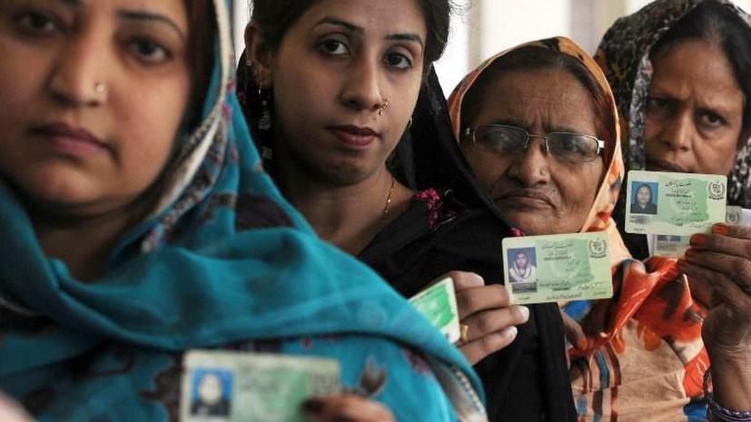 В Пакистане завершились выборы: женщинам голосовать запрещали