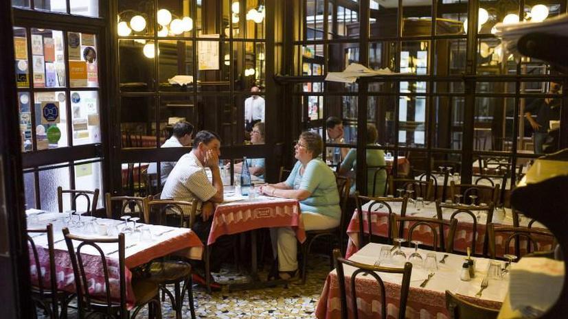 Хозяев французского бара оштрафовали за то, что их посетители возвращали посуду на стойку